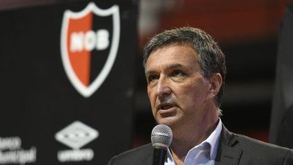 El flamante presidente de Newells, Ignacio Astore, mantuvo un encuentro con los empleados de la institución.
