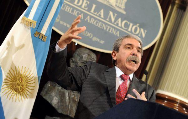 """El ex jefe de Gabinete considero """"obsceno"""" que Scioli haya admitido sus aspiraciones presidenciales."""