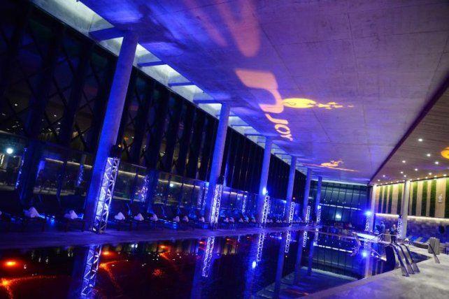 Enjoy inauguró una amplia y moderna piscina climatizada