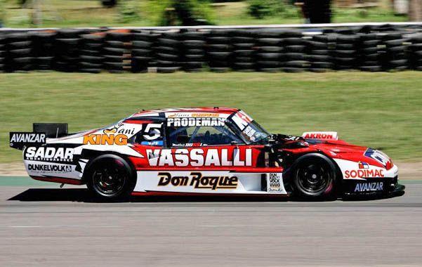 El líder. Matías Rossi con su Chevrolet va en busca del título en el autódromo porteño en una jornada que promete muchas emociones.