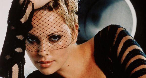 Un insólito video porno de Charlize Theron hace furor en la web