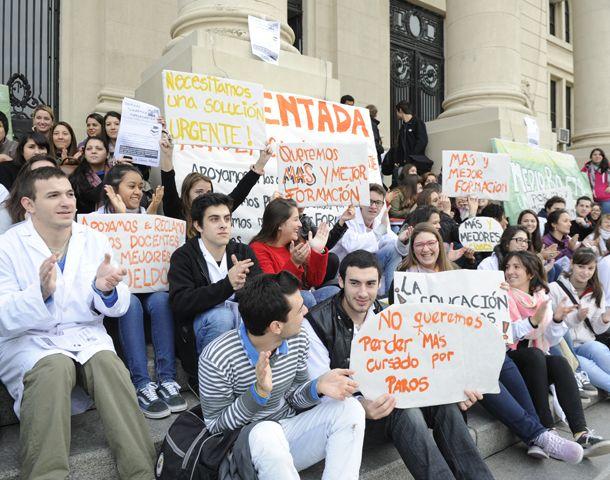 Los estudiantes de Medicina plantean distintas demandas a las autoridades. (Foto: S. Toriggino)