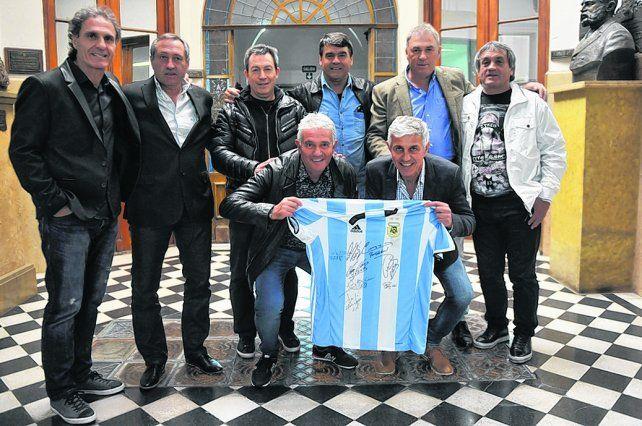 Los campeones del 86 en La Capital. Ruggeri