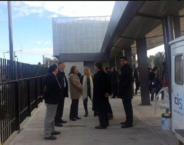 Mónica Fein recorrió las obras junto a funcionarios y empresarios.