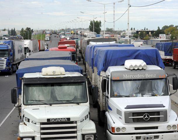 El paro de Camioneros bloquea los accesos a Rosario. (Foto: S. Suarez Meccia)
