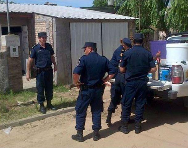 La policía se llevó en una pick up lavarropas