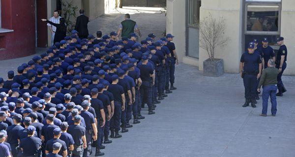 El senador provincial Miguel Lifschitz garantizó que los cadetes que se incorporen a la policía en ningún caso serán expuestos a situaciones de riesgo.