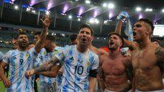 Video: Lionel Messi lo frenó en seco a De Paul en medio del festejo en la final