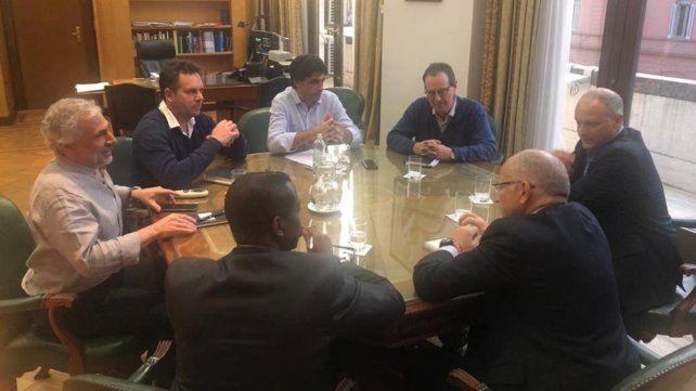 Gira. Los enviados del Fondo se reunieron también con el gobierno.