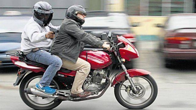Los motochorros dispararon al menos cuatro veces contra sus víctimas.