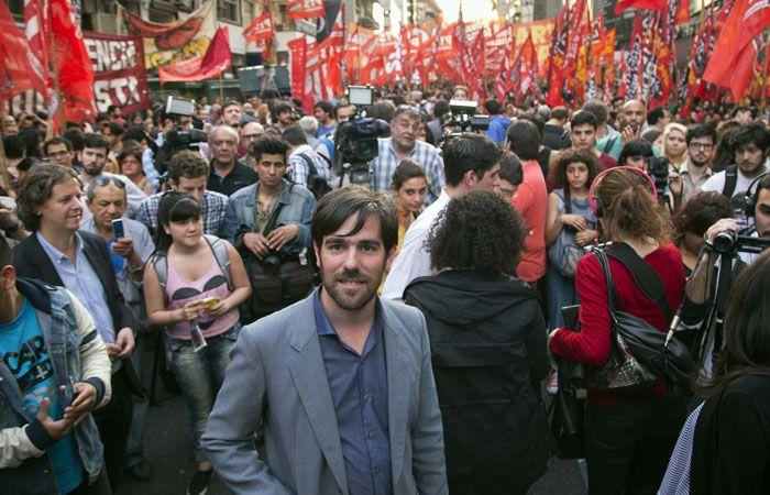 Banderas rojas. Acompañen al FIT con su voto los que comparten nuestra estrategia anticapitalista y socialista