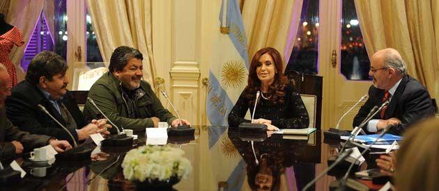 La presidenta recibió a los rivales de Moyano en la CGT y les recordó los logros de su gobierno.