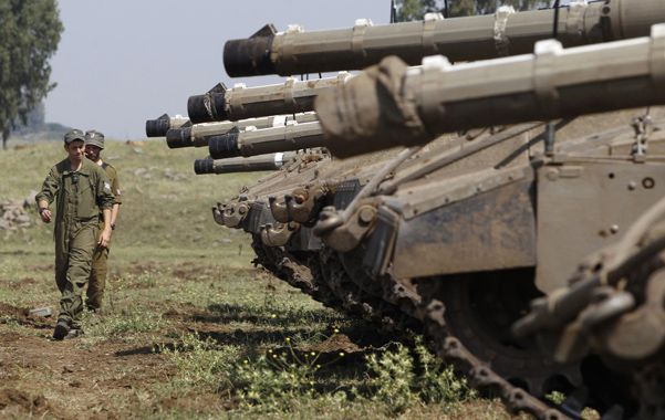 Militarizada. Un soldado israelí camina por la frontera entre su país y Siria