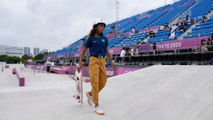 Con apenas 13 años, la brasileña Rayssa Leal ganó medalla de plata en skate