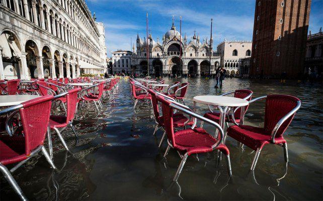 Una vista de la Plaza de San Marcos en Venecia, Italia, durante una marea alta de 1,44 metros (4,72 pies) el lunes 23 de diciembre de 2019.
