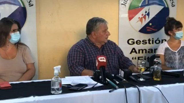 Amaro González. El presidente comunal dio una conferencia para desmentir los rumores sobre vacunación VIP.