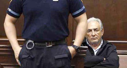 Strauss-Kahn renunció como titular del FMI