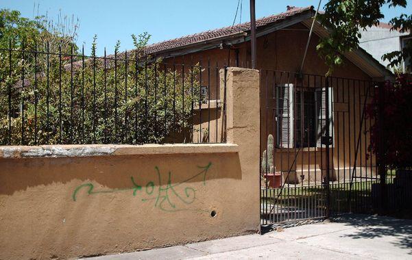 Símbolo. Una casa con una especie de grafiti usado para señalar viviendas.