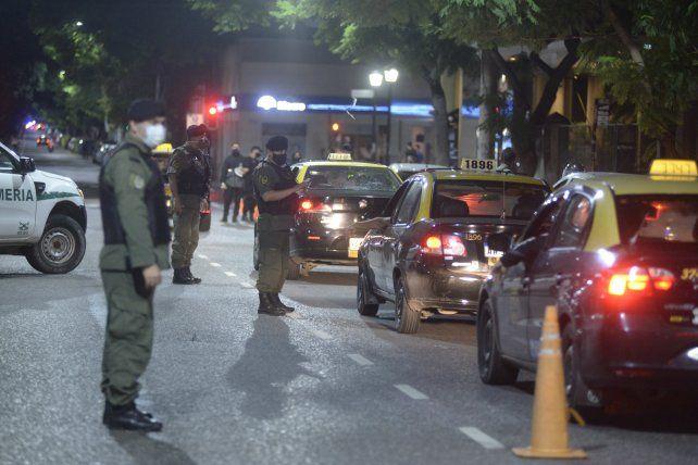 Este viernes por la noche se desplego un amplio operativo de control en las calles de Rosario.