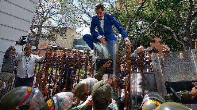 Guaidó intenta ingresar en la Asamblea Nacional.