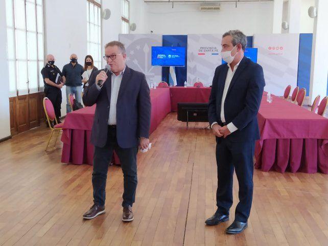 Jorge Lagna y Pablo Javkin brindaron una conferencia de prensa al finalizar la reunión en la sede de Gobernación.