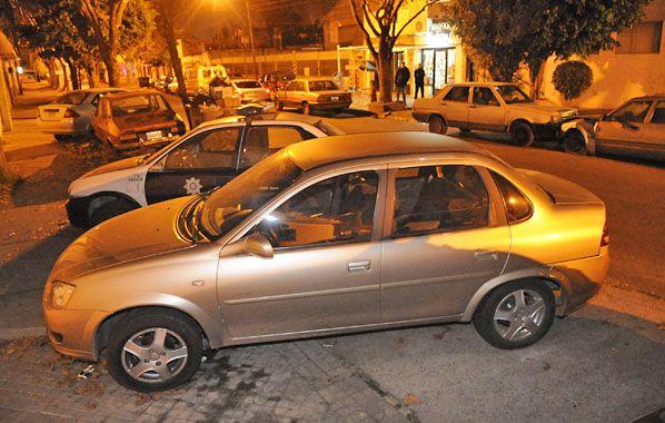 El auto. El Chevrolet Corsa en el que escaparon los ladrones había sido robado hace diez días en Soldini.