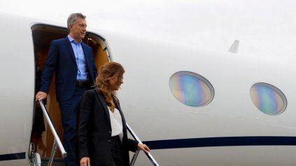 A Macri y Juliana Awada los bajaron del avión.