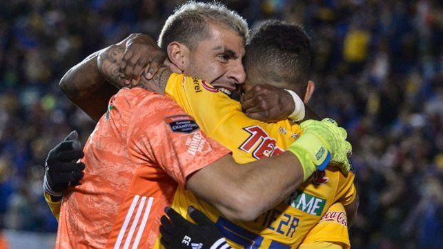 Con un gol de cabeza, el Patón Guzmán hizo historia y clasificó a su equipo en la Concacaf