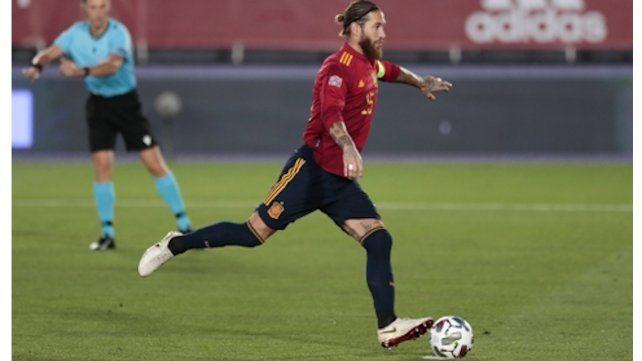 El experimentado Sergio Ramos marca
