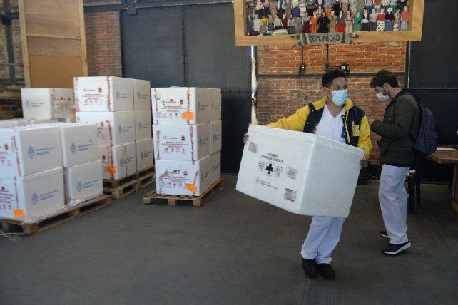 En tránsito a su destino. Los lotes que llegan al centro logístico de los galpones portuarios no cesan.