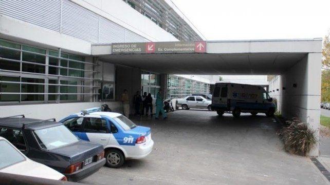Los heridos fueron trasladados en un móvil policial hasta el Hospital de Emergencias donde quedaron internados en observación.