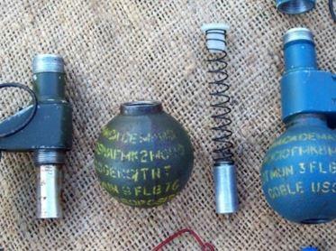La policía especializada inspeccionó los artefactos y los neutralizó.