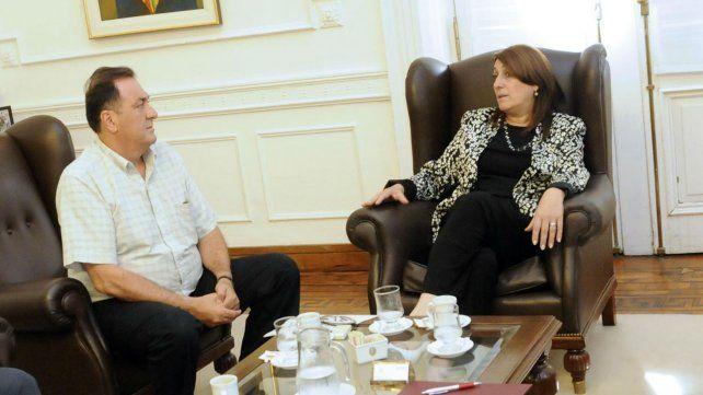 La intendenta junto al dirigente municipal Antonio Ratner.