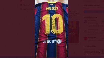 El crack rosarino resolvió donar tres camisetas del Barcelona autografiadas al enterarse de que los directivos de la farmacéutica china lo admiran.
