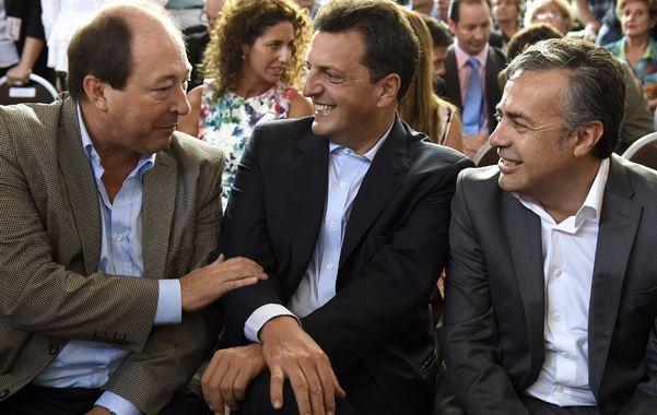 Amigables. Sanz y Massa cruzaron saludos y opiniones políticas en Mendoza durante la fiesta de la Vendimia.