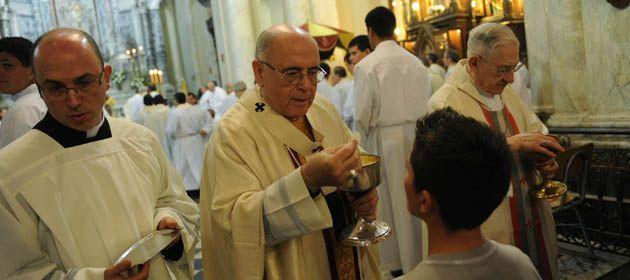 El arzobispo de Rosario durante la misa crismal de esta mañana. Poco antes