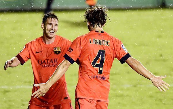 Letales. Messi asistió a Rakitic en el 2 a 0 y el croata lo festejó con Leo.