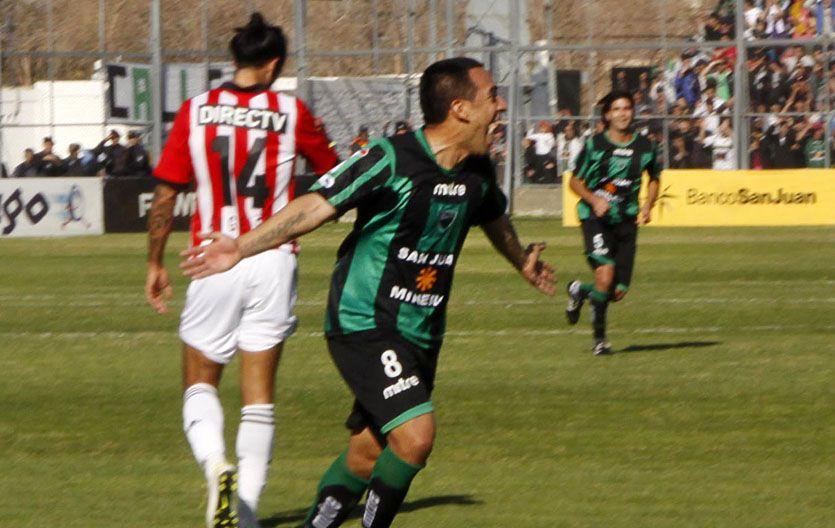 El primero. Jorge Luna grita su gol.