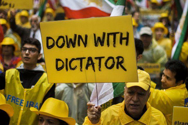 Protesta porque Irán ejecutó a una joven que mató a su marido