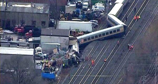 Tres muertos y 60 atrapados en accidente de tren en Canadá
