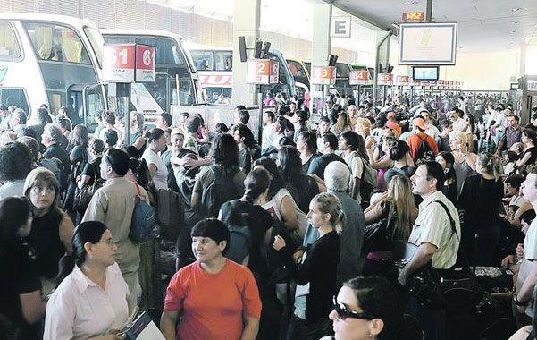Conflicto. La medida de fuerza de los choferes de colectivos de larga distancia afectará el turismo.