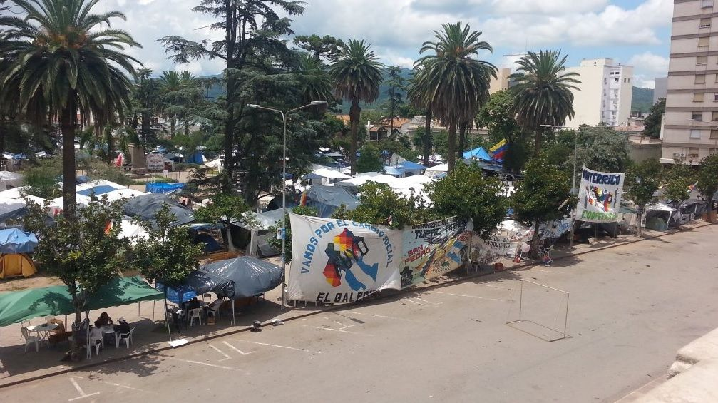 Los manifestantes siguen con el acampe a la espera que liberen a Milagro Sala.