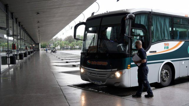 Santa Fe dispuso la reanudación de todo el transporte automotor de pasajeros en la provincia