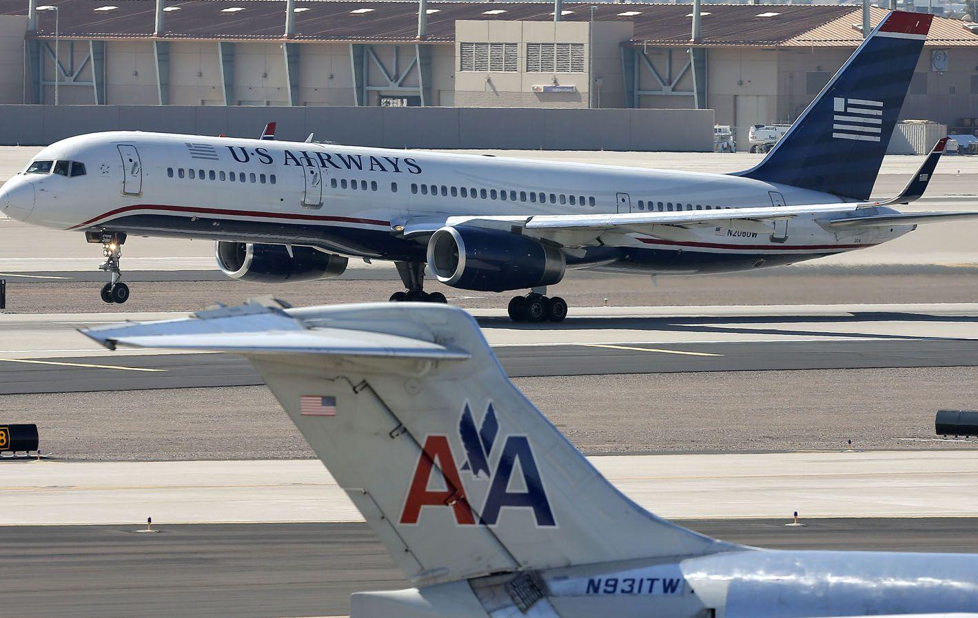 Le cortan las alas. La anunciada fusión entre las dos grandes aerolíneas de EEUU no termina de despegar.