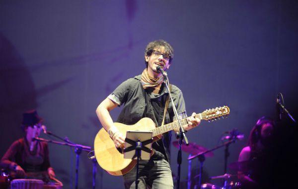 Lisandro Aristimuño disparó con sus canciones melancólicas