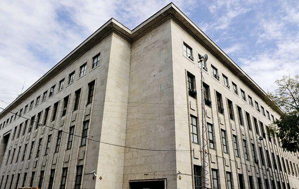 Reintegro. En el banco ubicado en el Palacio de Justicia ayer Marrocchi Automotores depositó el adelanto de Ruiz.