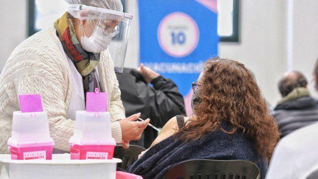 La provincia de Santa Fe recibió casi 70 mil vacunas de AstraZeneca de las más de 900 mil que arribaron el lunes al país.