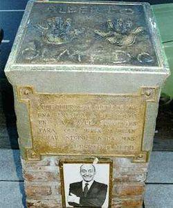 Recuperan placas de bronce donde estaban talladas las manos del Negro Olmedo
