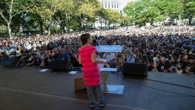 Masivo. Greta Thunberg ante el público reunido ayer en Nueva York.
