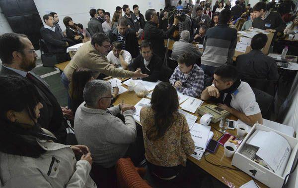El recuento del departamento Rosario comenzó esta tarde y terminaría mañana al mediodía.